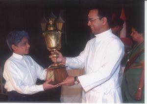 Receiving the trophy for Shastri House as captain, on behalf of the House
